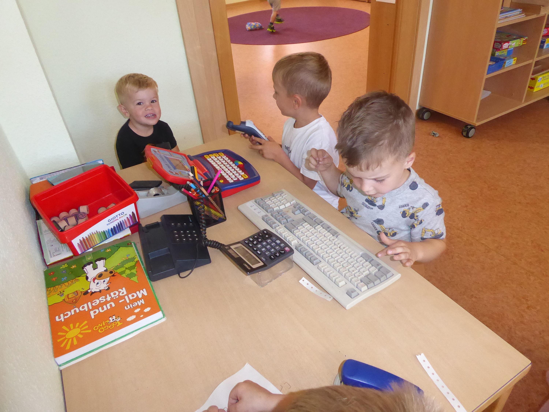 Im Kinderbüro